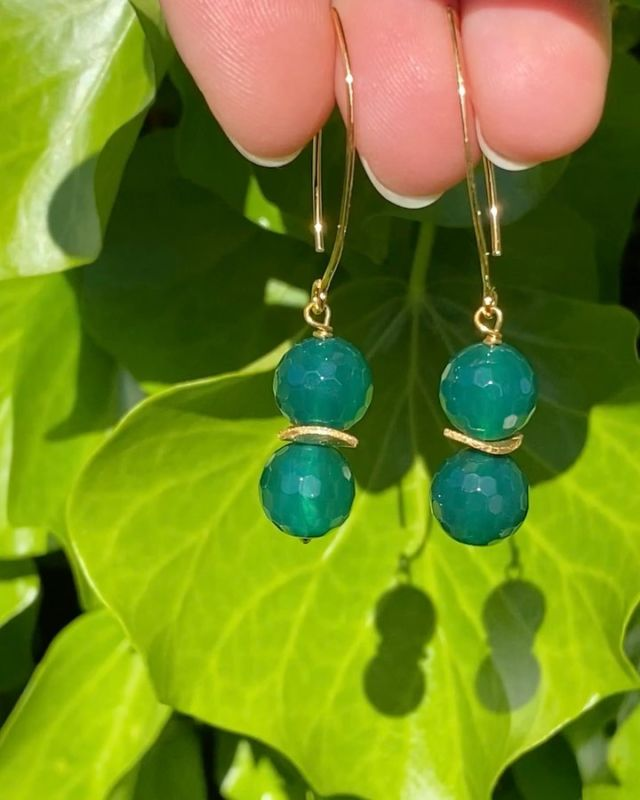 All the shades of green, really stand out in the sun 🌞. Have a lovely week and enjoy the fab weather 👗👚👒. These are green agate gold vermeil earrings. #green #greenagate #gemstoneearrings #greenearrings #irishjewellery #irishdesign #irishcraft #ilgemstones