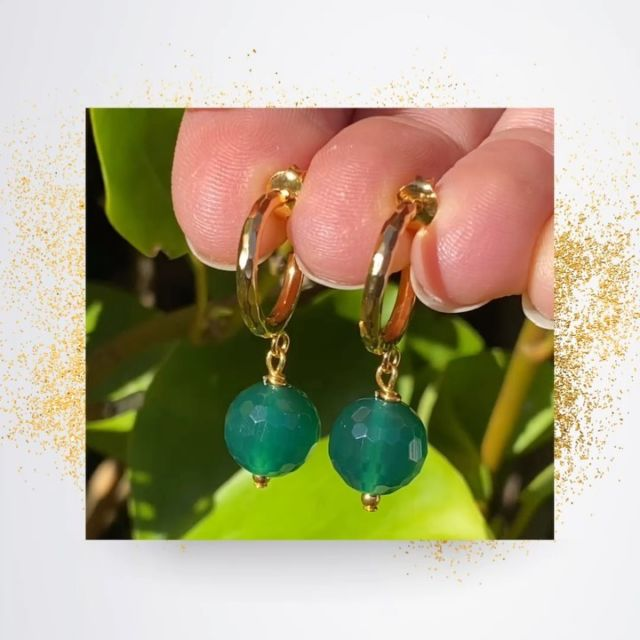 Trendy gold hoops with the bestseller green agate gemstone 💫. Add vibrant colours to your summer outfit 🌞. Handmade with gold plated sterling silver. #goldhoops #greenearrings #greenandgold #irishjewellery #irishcraft #irishdesign #madelocal #gemstoneearrings #ilgemstones #styleover40 #fashionover40 #hoopearrings